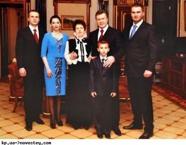 У Януковича дійсно інфаркт, а його дружина заповіла поховати себе біля сина