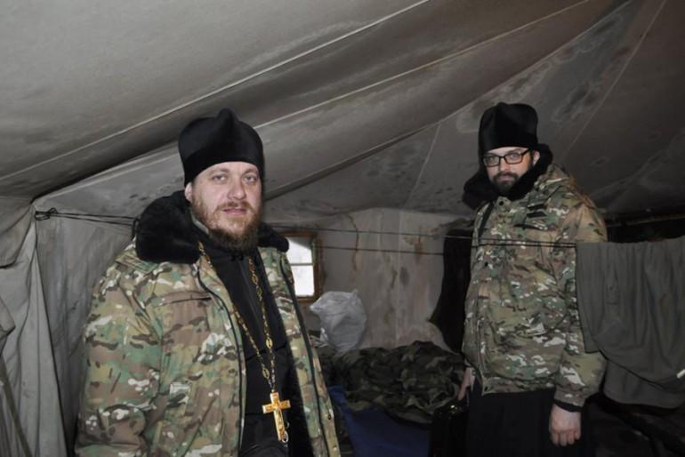 Священник із Іловиці Андрій Любунь та ієромонах Свято-Юріївського монастиря Платон поїхали в зону АТО