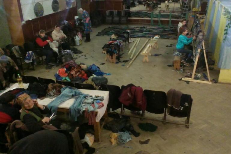 У Микулинцях плетуть сітки воїнам АТО