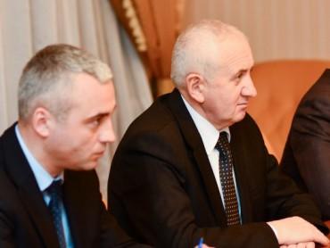 Специфічний духівник нагородив керівника Тернопільської області відзнакою
