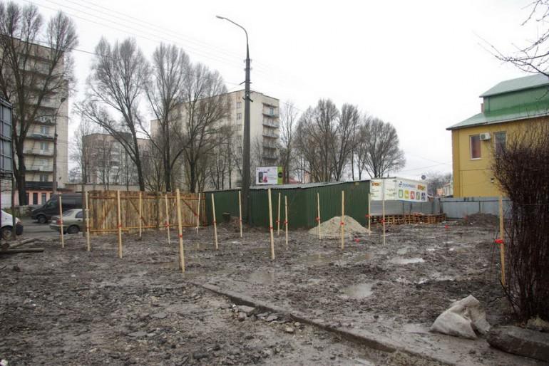 Активісти висадили 50 дерев, щоб зупинити будівництво під вікнами тернополян