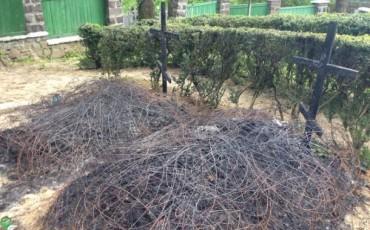 В Ужгороді через запалені свічки обгоріли кілька могил бійців АТО