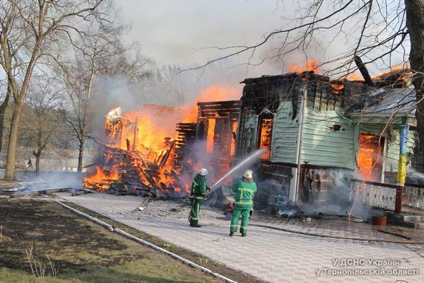 На Великдень на Тернопільщині згоріла церква (фото, відео)