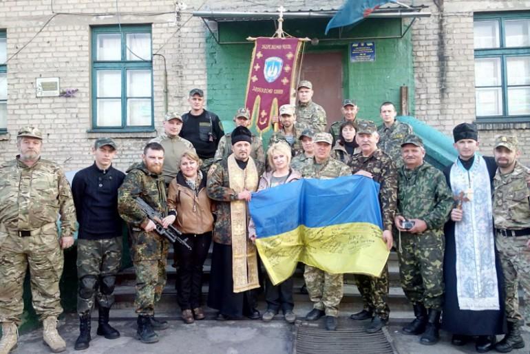 """Священики відвідали бійців козацького батальйону """"Торнадо"""", в якому несуть службу тернопільські вояки в зоні АТО"""