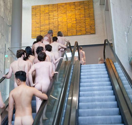 В Австралии открыли выставку для обнаженных посетителей
