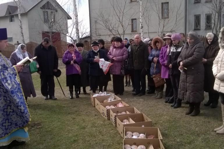 У Збаражі люди зібрали 100 пасхальних кошиків для воїнів АТО