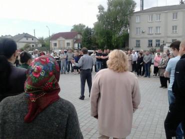 Через незаконний свинокомплекс Івана Чайківського у Ланівцях люди масово хворіють на рак