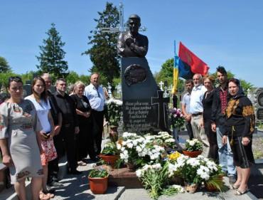 Сьогодні у Травневому на могилі наймолодшого лицаря Небесної сотні Назара Войтовича освятили пам'ятник