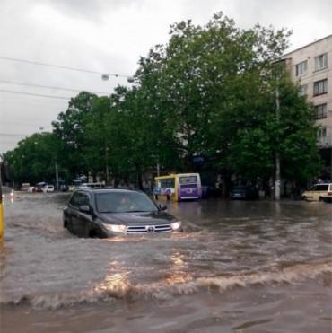 В Україні пройдуть сильні зливи і грози з градом