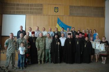 Нагородження в Шумську волонтерів групи «Схід та Захід єдині»