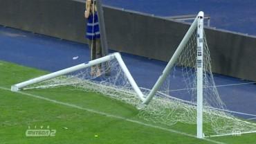 Вболівальники Динамо зламали ворота, святкуючи перемогу