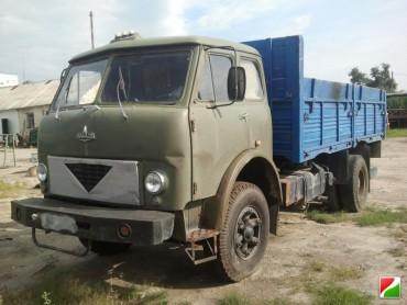 У Борщівському районі зіткнулися легківка та вантажівка: травмовано четверо людей