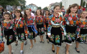 В Борщівському краї цвітуть вишиванки Archives - Про все - новини ... 7dcc0c478c35b