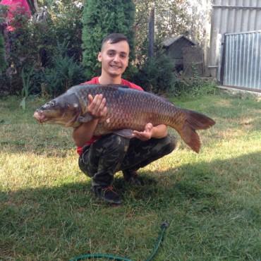 У Збаражі на кукурудзу впіймали рекордну рибину (фото)