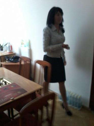 У Борщові активісти впіймали керівника району, яка пила алкоголь у робочий час