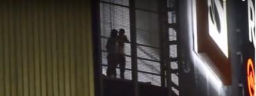 Молода пара публічно зайнялася любощами у торгово-розважальному центрі (відео)