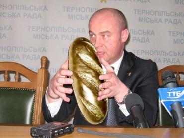 """Янукович мав золотий унітаз і батон, а Надал – """"золоту бруківку"""""""