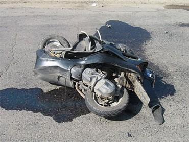 У Настасові водій мопеда потрапив під автівку