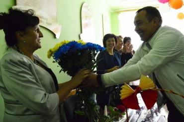Свою рідну школу та першу вчительку вітав лідер партії «Добрий самарянин» Володимир Кравець