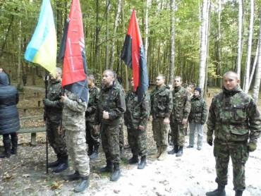 """Бійці  """"Правого Сектору"""" відвідали штаб УПА"""