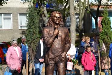 В Україні встановили перший пам'ятник Кузьмі «Скрябіну»