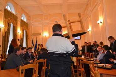 """Перша сесія Тернопільської міської ради: Надал повністю керує """"цирком"""""""