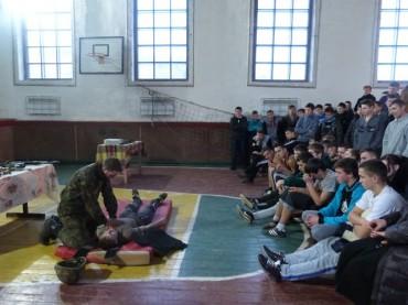 У Вишнівці школярів та студентів навчили, що робити при зустрічі з Путіним