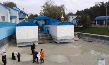 Православні московського патріархату в шоці: біля Почаєва пересохло джерело святої Анни (фото)