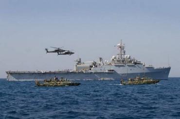 Иран задержал два судна ВМС США