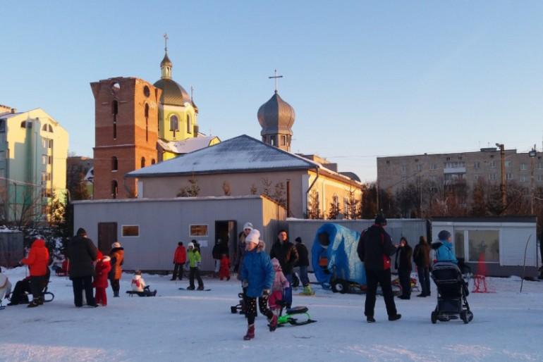 У Тернополі можна покататись на гірських лижах (фото, відео)
