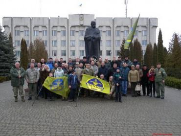 """Посвятили прапори групи """"Схід та Захід єдині"""" та нагородили волонтерів у Шумську"""