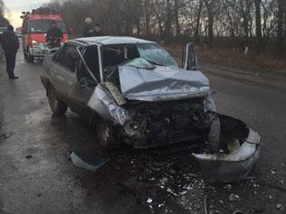 Водій іномарки заїхав у асфальтний каток і загинув на місці аварії (фото)