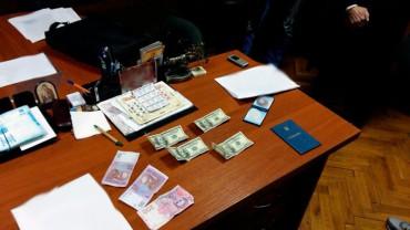 Голову Козівського районного суду викрили під час отримання хабара у 54 тисячі гривень