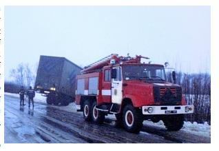 Через ожеледицю у Монастириську та Кременці вантажівки злетіли в кювет