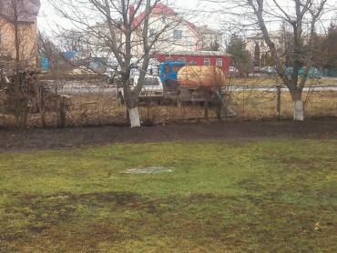 У Шумську оштрафували підприємця, який зливав фекалії на територію дитячого садочка