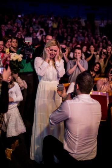 Арсен Мірзоян на своєму концерті запропонував одружитись Тоні Матвієнко
