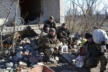 """Від Новотошківки до Пісок: вісті з передових позицій від групи """"Схід та Захід єдині"""""""