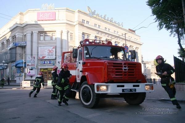 Пожежники лякали покупців у тернопільському центральному універмазі