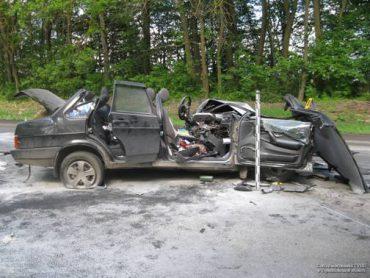 """Страшна аварія на Тернопільщині: вантажівка """"розчавила"""" легковик"""