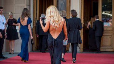 Мережі регочуть над фото людей з червоної доріжки кінофестивалю в Одесі