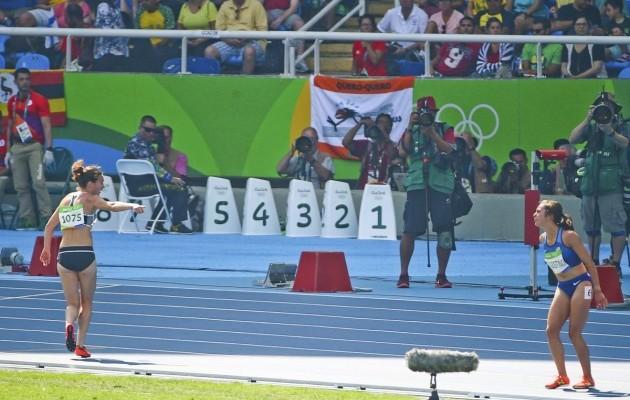 На Олімпіаді дві бігунки після падіння допомогли одна одній дістатися фінішу
