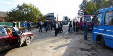 На Чортківщині селяни перекрили дорогу через побрехеньки чиновників
