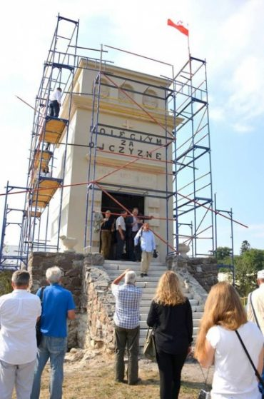 Поляки без дозволу України спорудили військовий меморіал у Тернопільські області