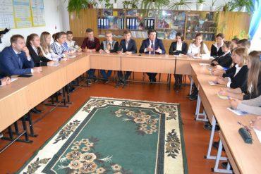 Як у селі Сураж віце-прем'єр-міністр Зубко казки розказував учням