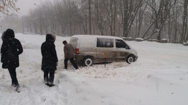 Затори у Тернополі зашкалюють на нечищених дорогах