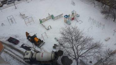 Комунальники Тернополя у мороз і сніг почали ремонтні роботи