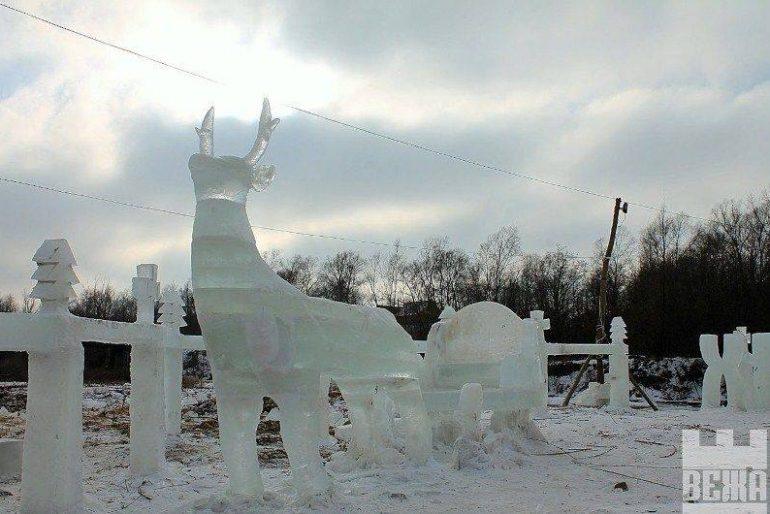 У селі Спас створили різдвяне містечко зі 100 тонн льоду