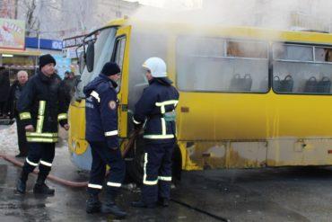Тернопіль: вогнеборці врятували маршрутний автобус