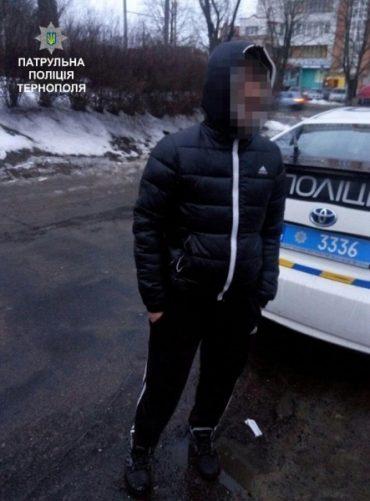 Патрульні затримали злодія, який вкрав у лікарні телефон