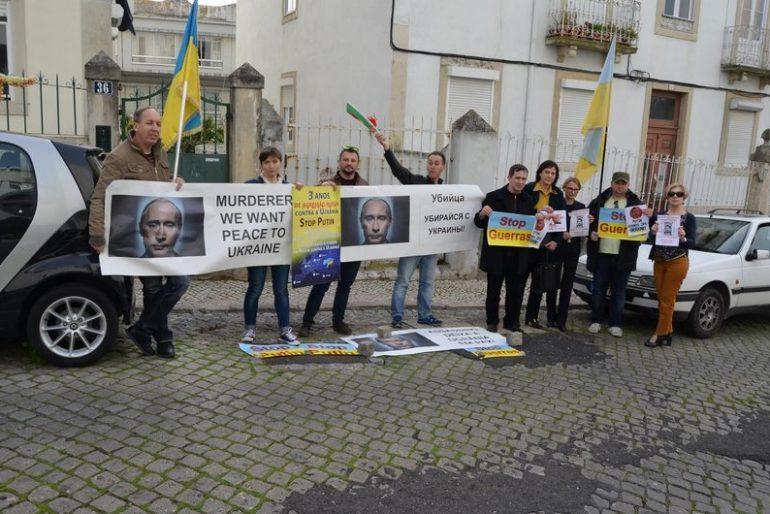 Мітинг українців в Португалії зірвав доповідь посла РФ про роль Росії в світі